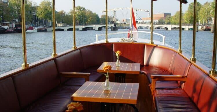 Salonboot IV
